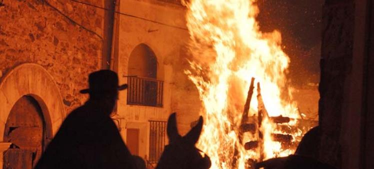 Fiesta de San Antón Mas de las Matas Licencia Commons by El Maestrazgo com