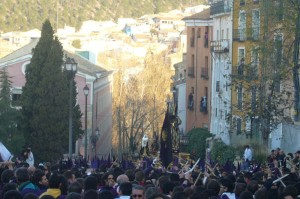 Las Turbas Semana Santa de Cuenca Wikipedia Commons by Itospuf